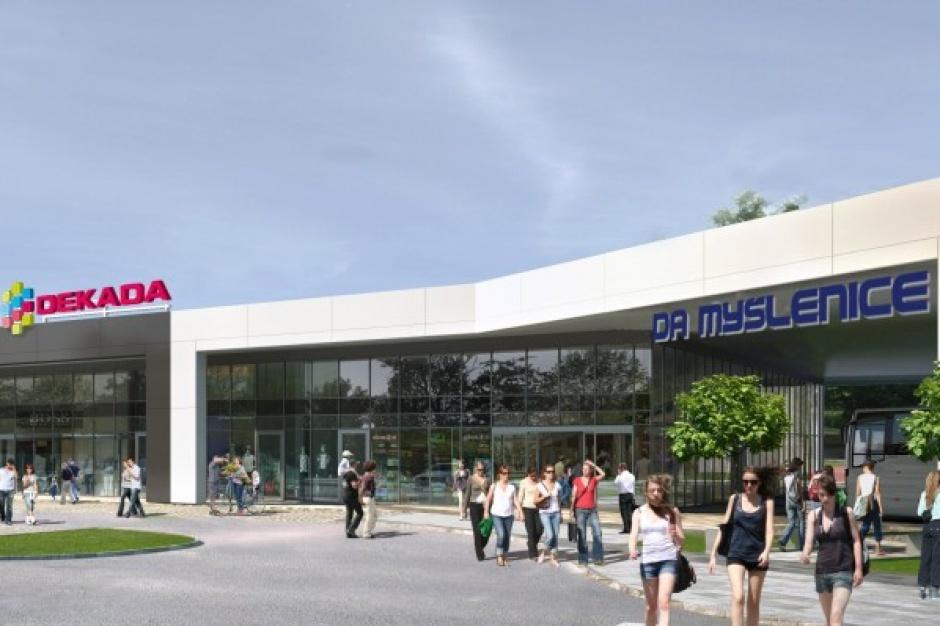 15. lipca Grupa Foren uruchomi pierwsze centrum handlowe sieci Dekada
