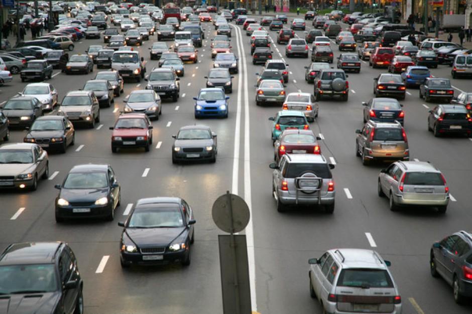 Polacy są wciąż gotowi podróżować 40 km do centrum handlowego