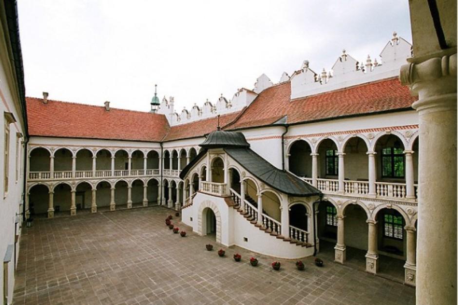 Zamek z hotelem na sprzedaż - galeria