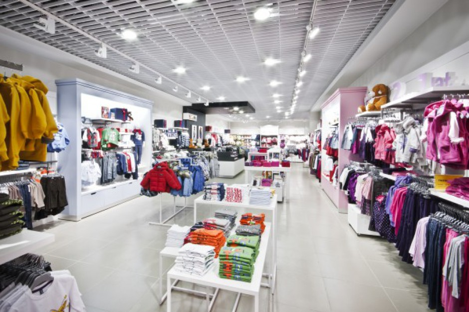 Mała dzietność uderza w sklepy z odzieżą dziecięcą