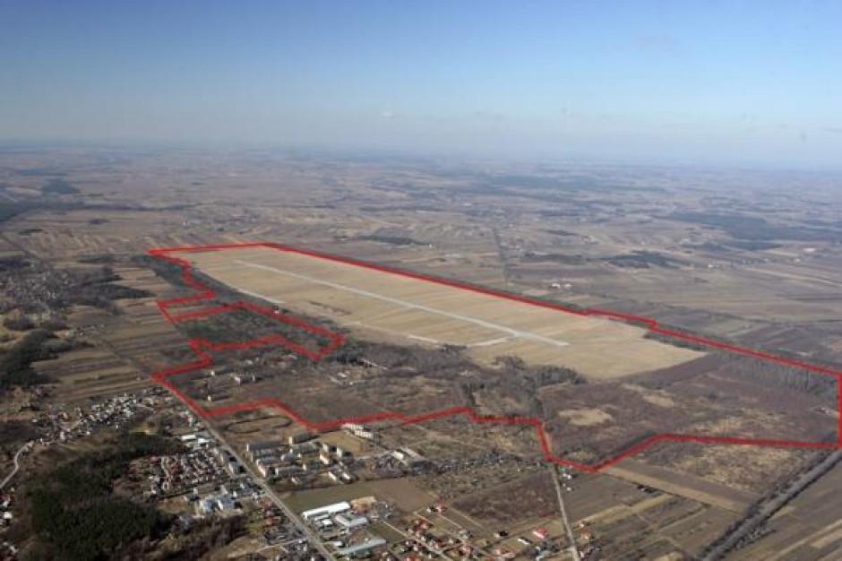 400 ha gruntów po dawnym lotnisku na sprzedaż