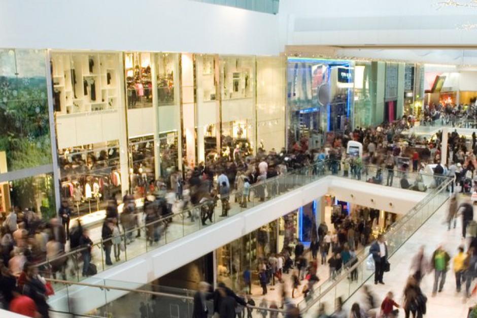 Spada liczba klientów galerii handlowych
