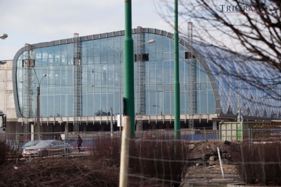 Wiecha zawisła nad Poznań City Center - wideo