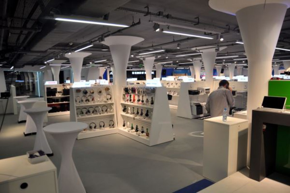 Komputronik otwiera największy w Polsce sklep komputerowy.