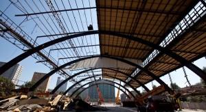 Spektakularna rozbiórka katowickiej hali targowej