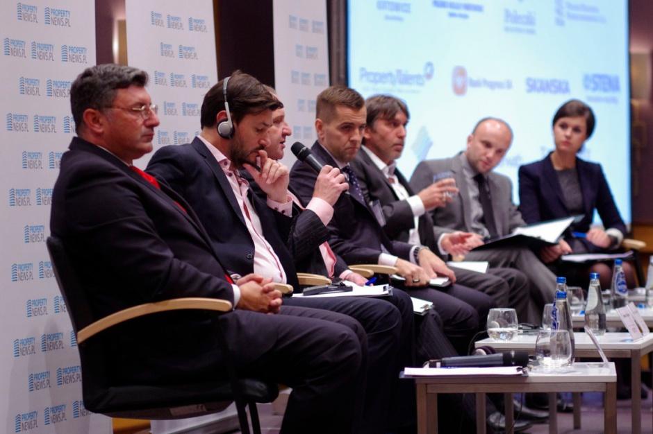 """Zobacz zdjęcia z sesji """"Strategie rozwoju sieci handlowych w czasach kryzysu"""""""