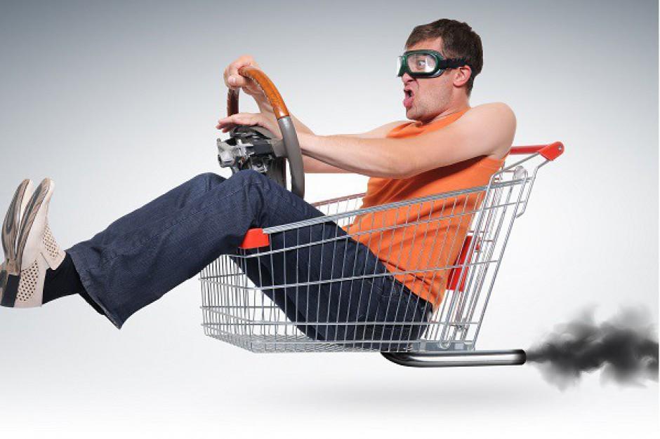 Mężczyzna na zakupach wydaje więcej niż kobieta