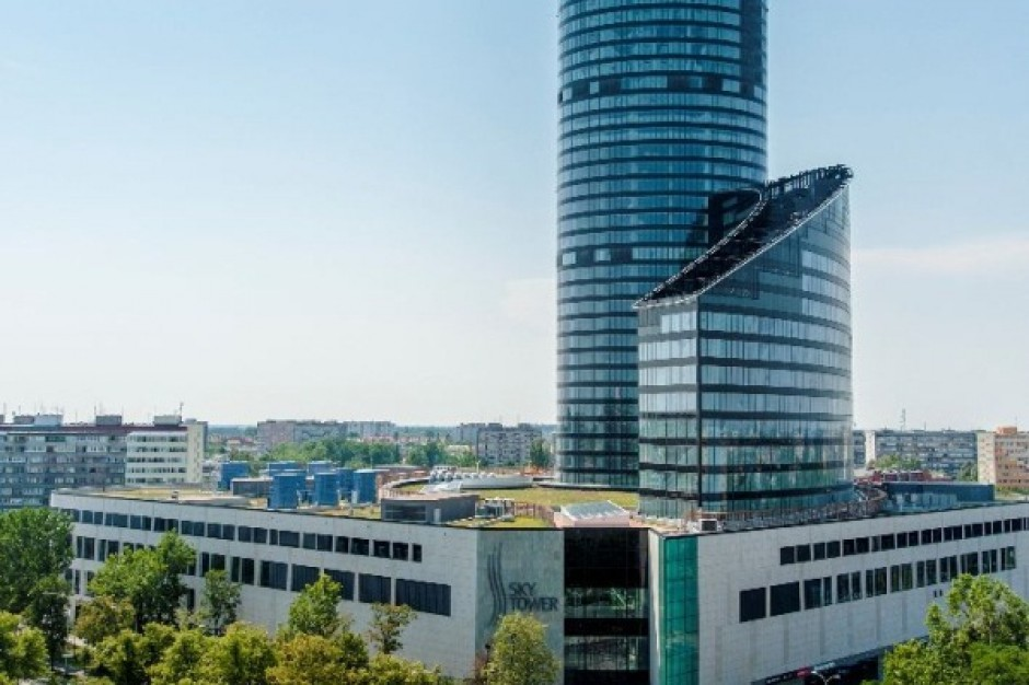 Sky Tower ze stacją rowerową