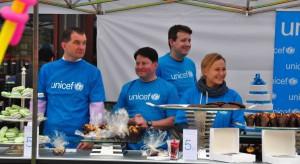 Akcja sieci Starwood na rzecz UNICEF przed Hotelem Bristol