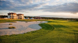 Pola golfowe przyciągają hotelowych inwestorów