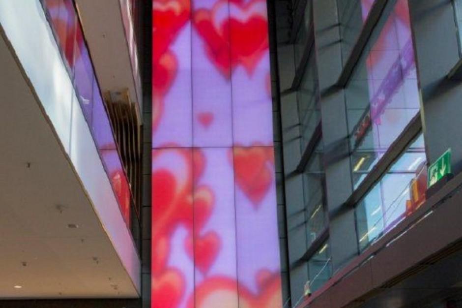 Największa na świecie tekstylna instalacja oświetleniowa odmieniła centrum handlowe