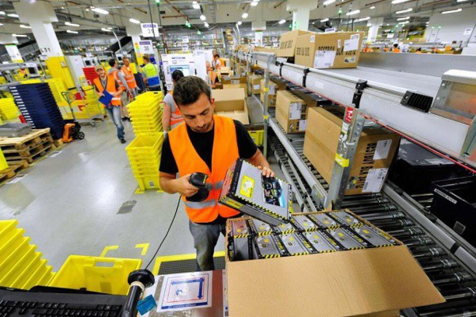 Amazon podwyższa pensje wszystkim pracownikom centrów logistycznych w Polsce