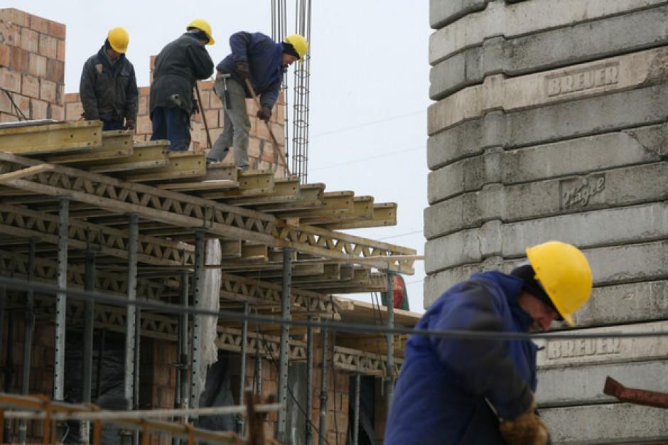 Więcej ofert pracy w budownictwie i nieruchomościach