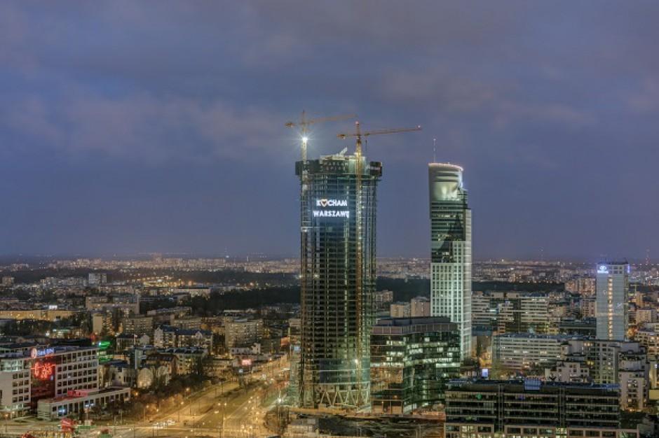 Neonowy reportaż z Warsaw Spire