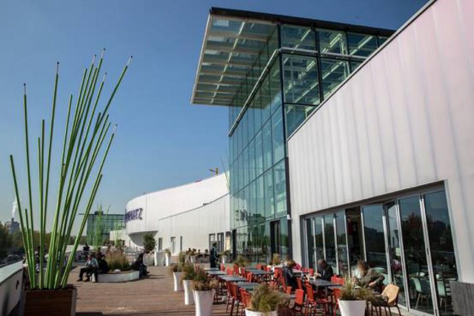 Atak na francuskie centrum handlowe. Napastnicy uciekli