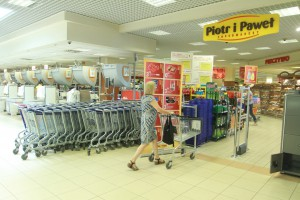 Carrefour przejmuje część sieci Piotr i Paweł