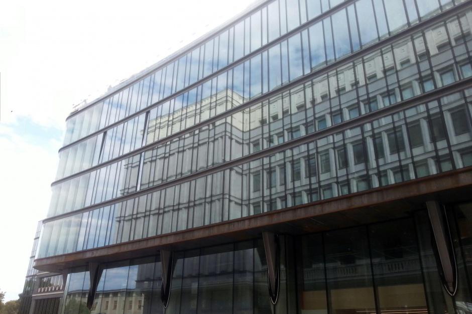 """Centrum Bankowo–Finansowe """"Nowy Świat"""" z elewacją"""
