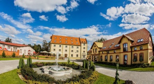Zamek Topacz z luksusową ofertą hotelową