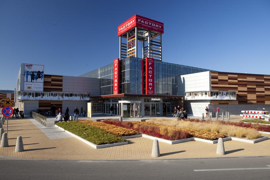 LaSalle kupuje centrum handlowe