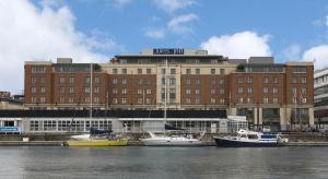 Hilton przejmuje trzy hotele