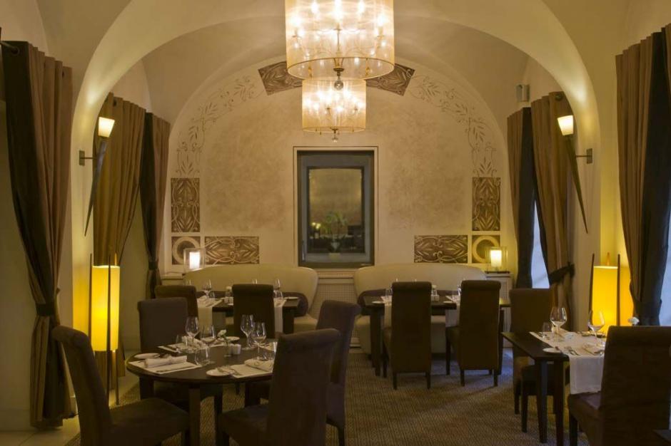 Restauracja hotelu Mamaison Le Regina z niezwykłymi deserami