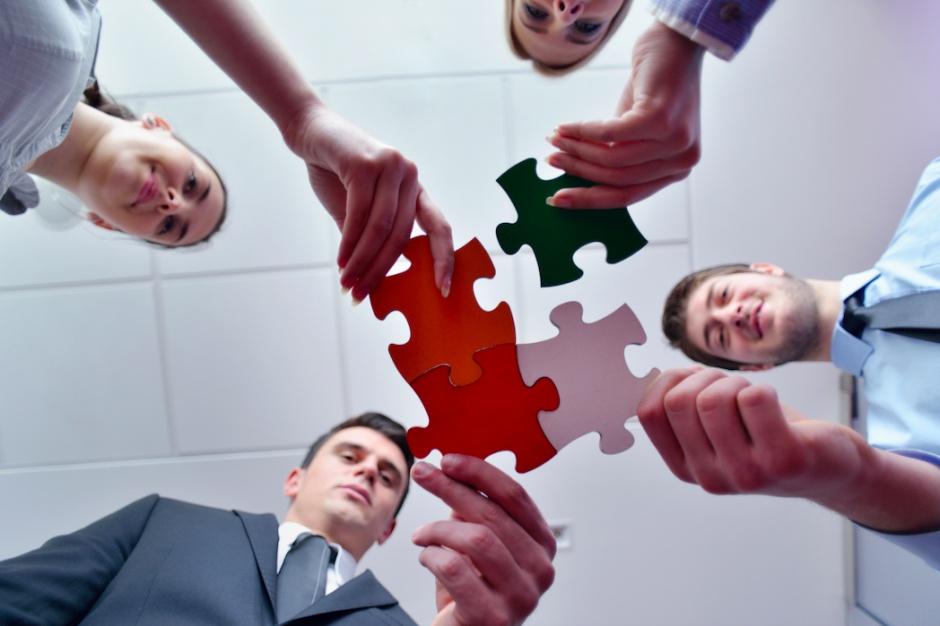 Centrum usług krok po kroku. Pobierz i przeczytaj przewodnik dla sektora nowoczesnych usług biznesowych