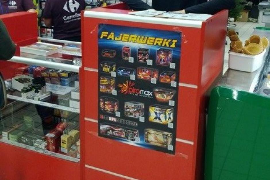 Punkty sprzedaży fajerwerków podbijają centra handlowe