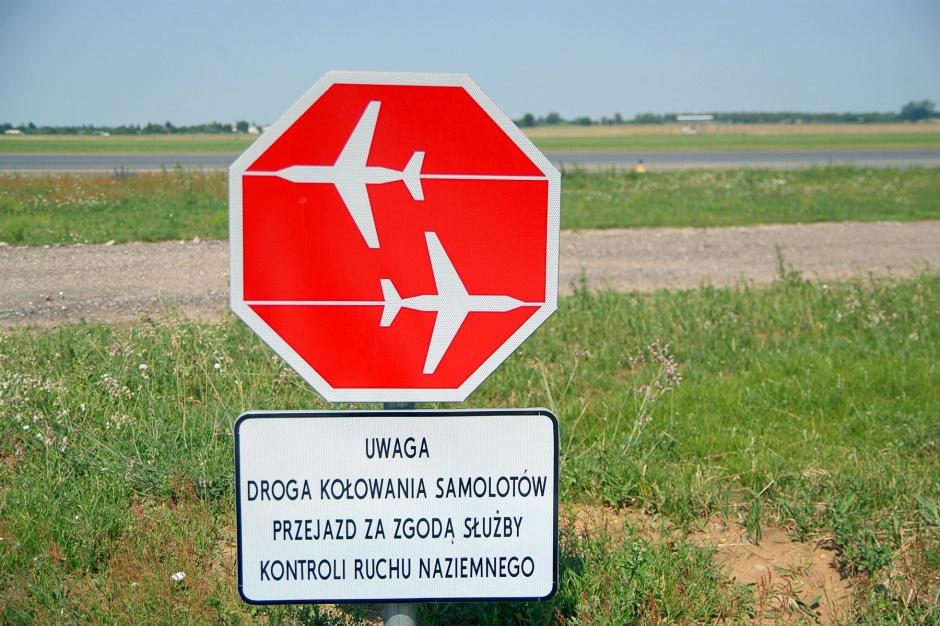 Grunty obok lotniska w Szymanach w rękach samorządu. W planach nowe hotele?