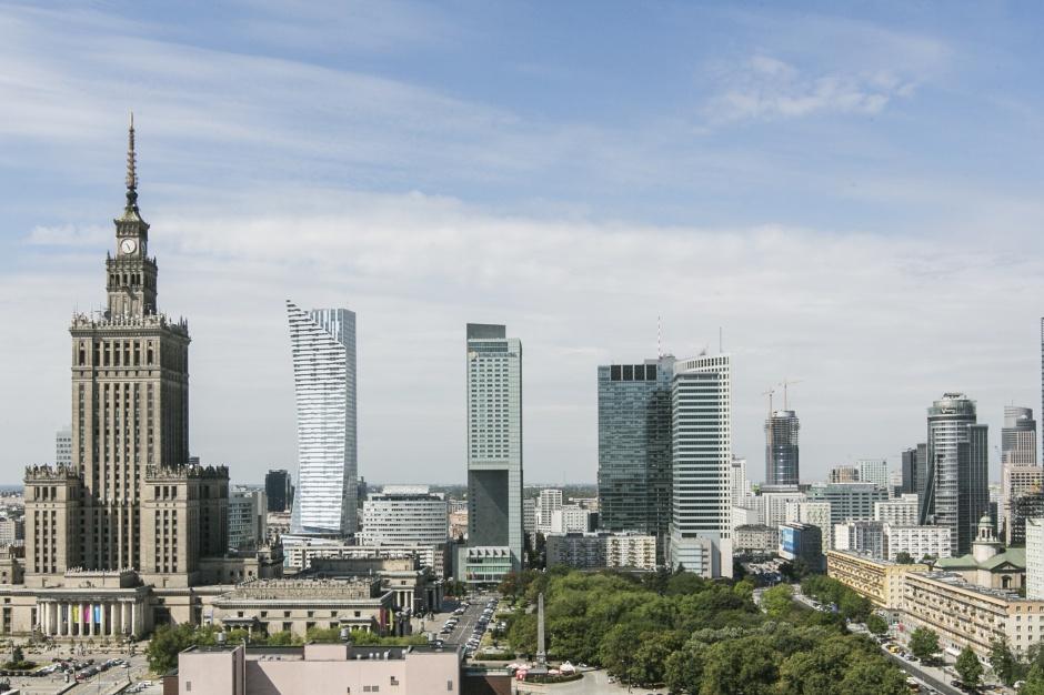 Najdroższe lokalizacje biurowe świata. Warszawa wciąż spada
