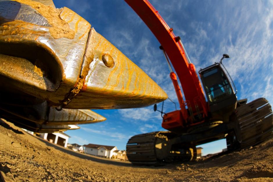 Pekabex wchodzi na budowę hali