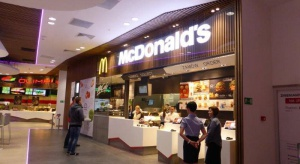 Interaktywne podłogi i multimedialne stoły przyciągają nie tylko klientów. McDonald's w nowym miejscu