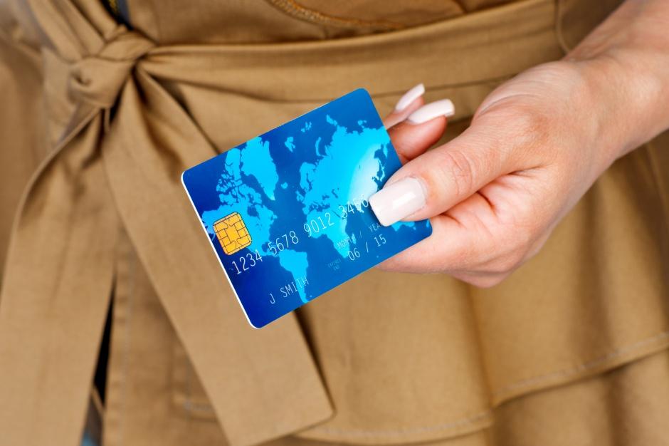 Zakupy przez internet, ale płatność wciąż przy odbiorze