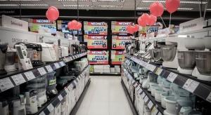 Neonet przenosi sklepy do centrów handlowych