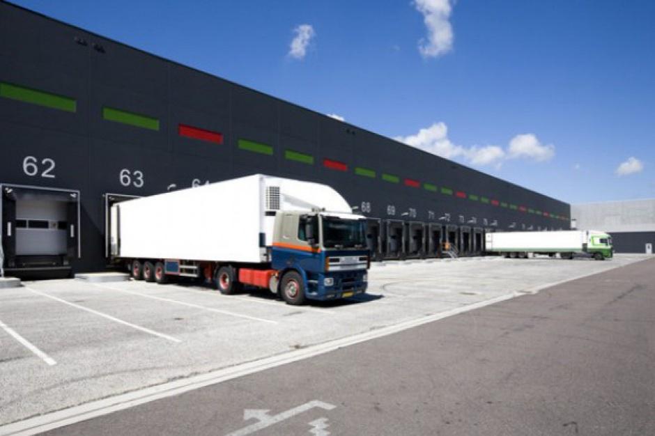 Nadjeżdża ciężarowa autonomia