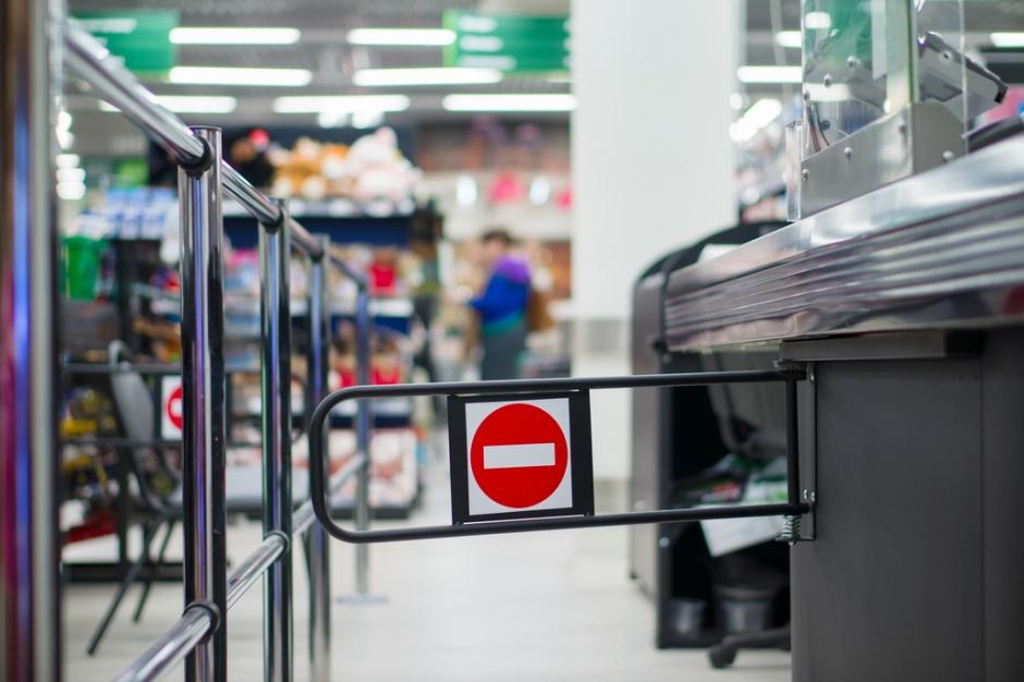 Nielegalna działalność w centrach handlowych