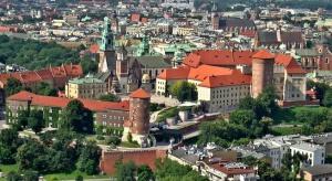 Krakowski biurowiec przy Karmelickiej coraz bliżej