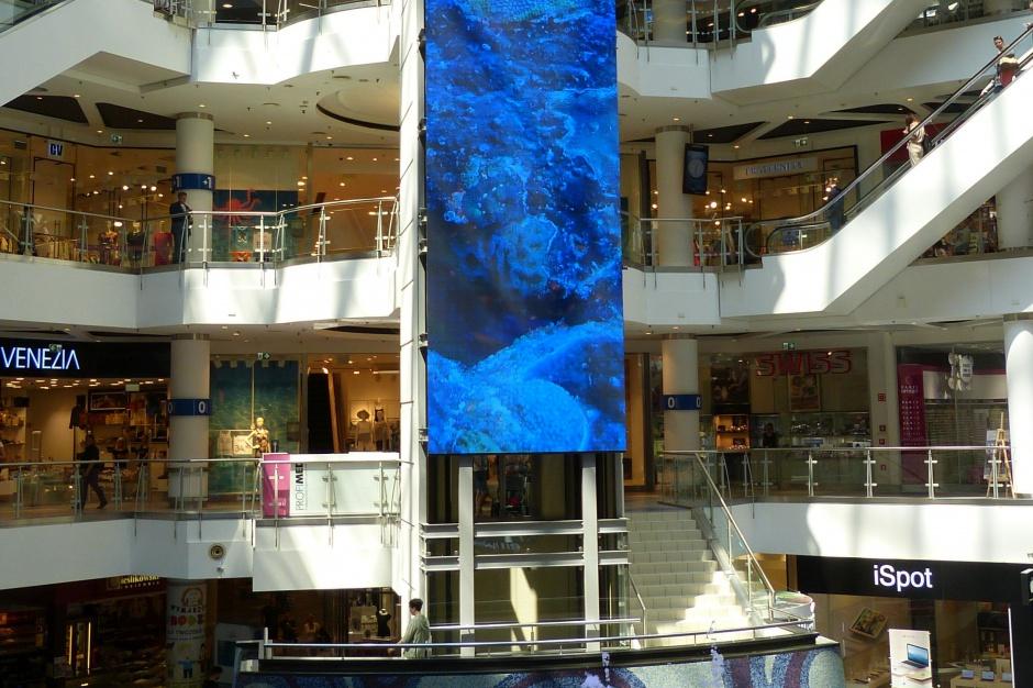 Blue City z gigantyczną reklamą