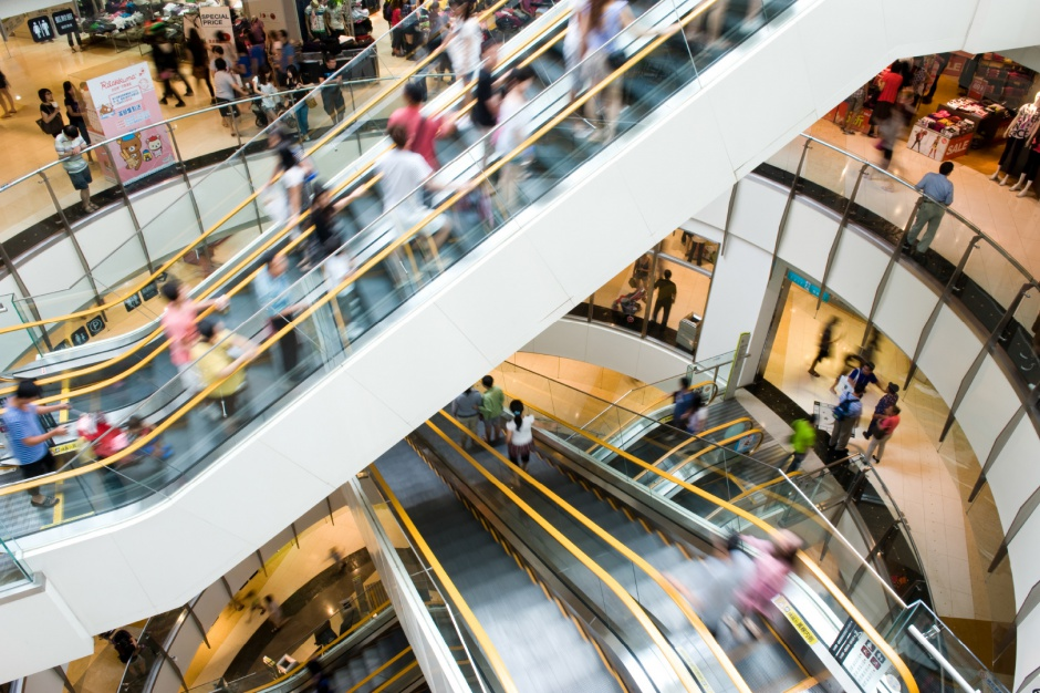 Klienci wrócili do centrów handlowych. Jest ich trochę mniej, ale wydają tyle co przed świętami