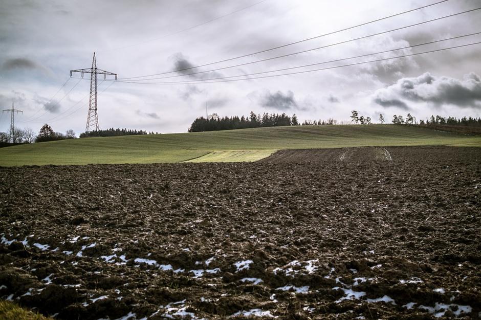 Zmiany legislacyjne odbijają się na sprzedaży gruntów