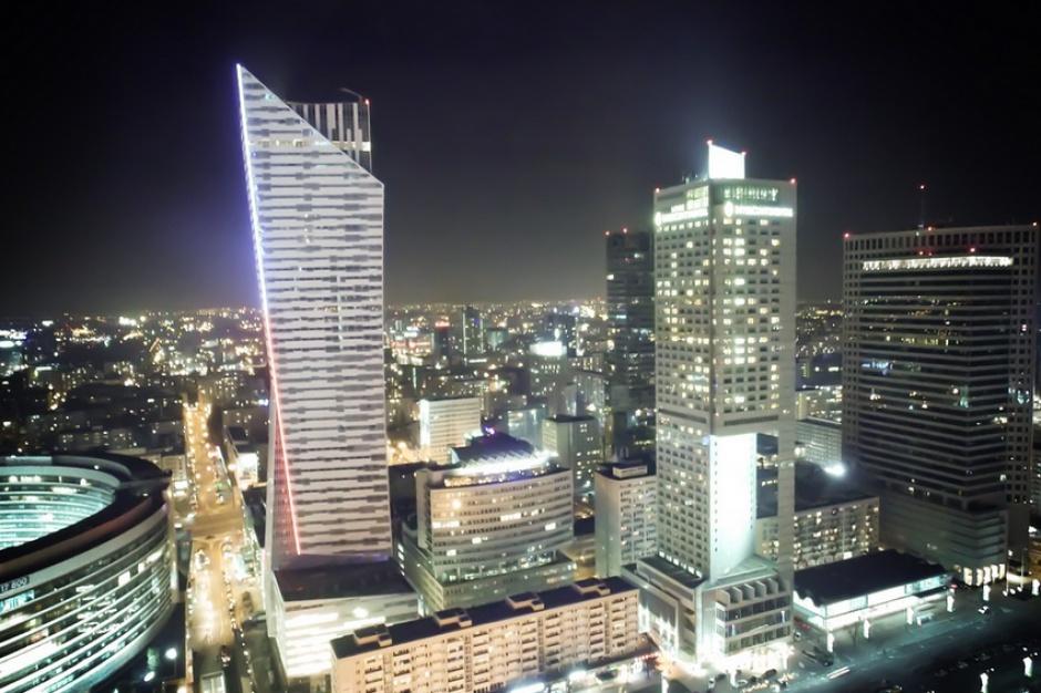"""Warszawa pod """"ostrzałem"""". Wielkie umowy najmu podbijają stolicę"""