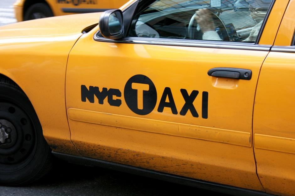 Hotel w... taksówce