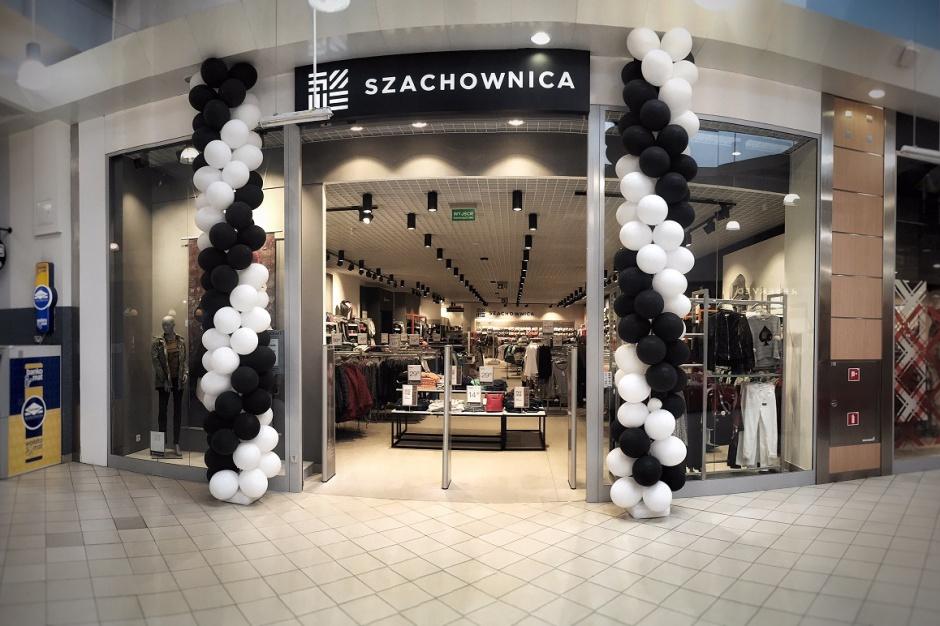 60b5583559dc16 Centrum Handlowe Auchan Poczesna stawia na modę - Centra handlowe