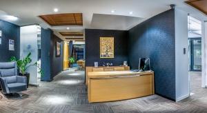 Mały biznes w dużym biurowcu