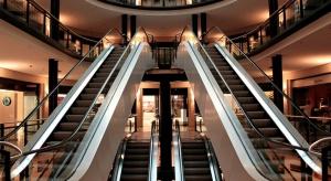 W marcu centra handlowe straciły niemal połowę klientów