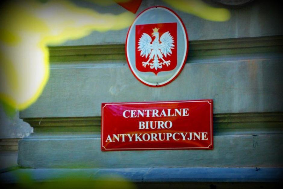 Prezydent Żyrardowa i dwóch biznesmenów w rękach CBA