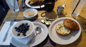 Hotelowe śniadanie pod lupą