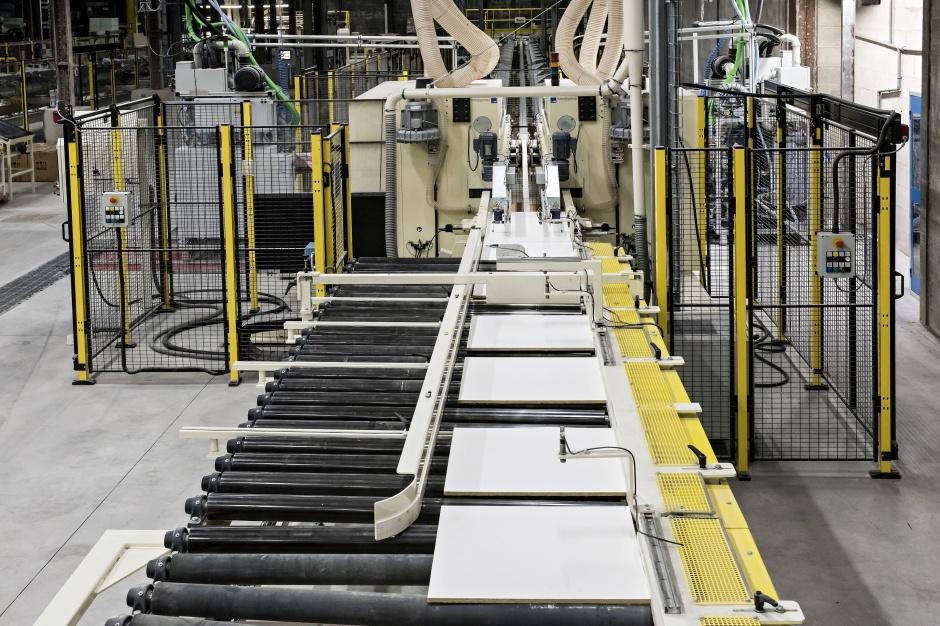 Armstrong wzmacnia produkcję