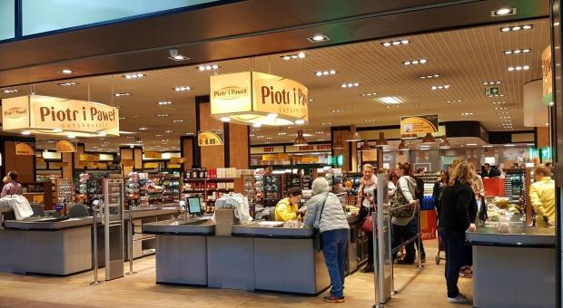 Auchan czy Jeronimo Martins? Ekspert o dwóch scenariuszach przejęcia Piotra i Pawła