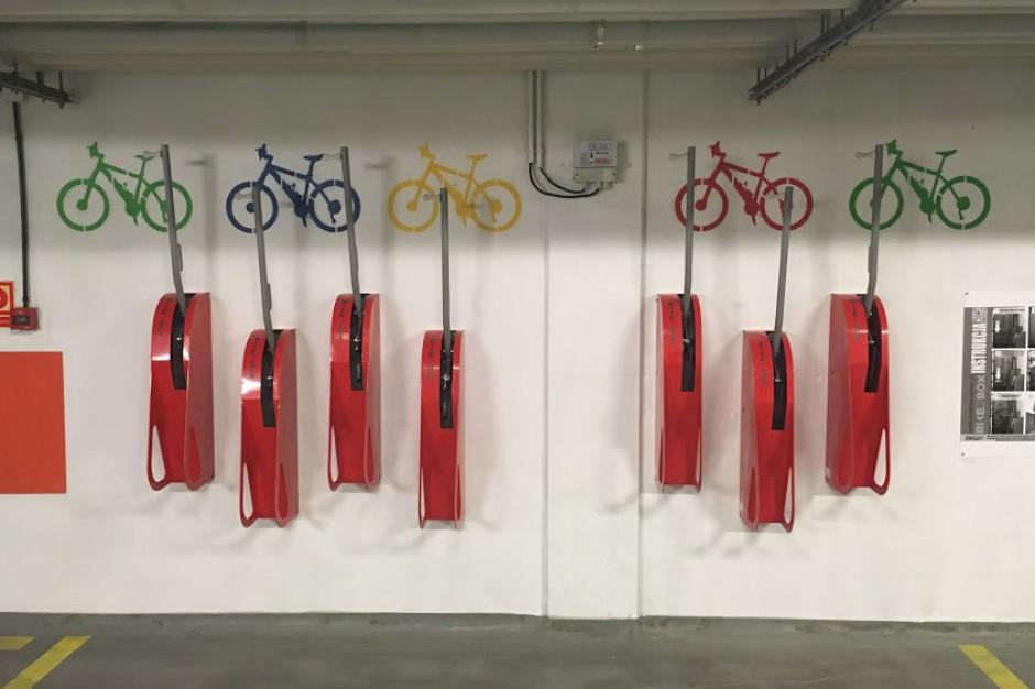Kolejne biurowce frontem do rowerzystów