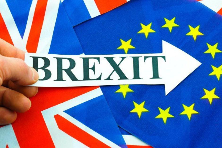 Runda negocjacji ws. Brexitu opóźniona